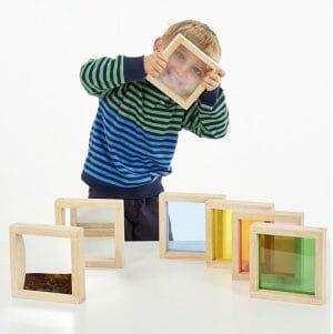 De vierkante sensorische blokken van tickit stimuleren het leren van kleuren, effecten en erg leuk omdat er ook spiegelblokken bij zitten. Ideaal voor onderzoekend leren.