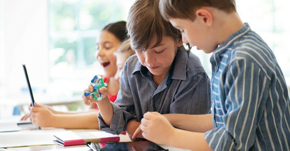 Wat is friemel speelgoed? Koop Friemelspeelgoed bij Educadora